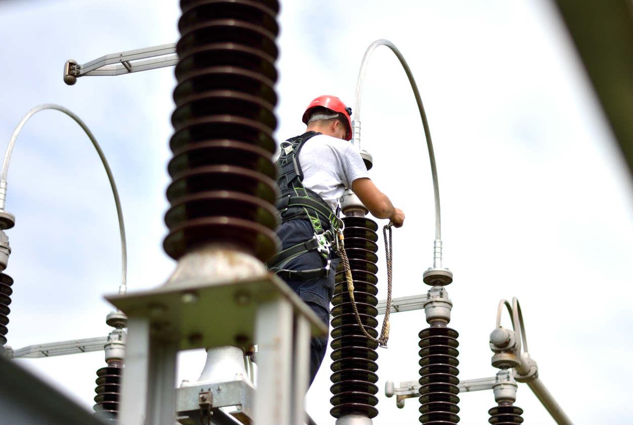 Kansas City Missouri electrician working